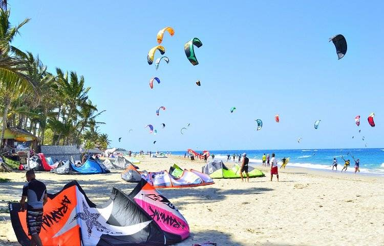 Kitesurfing in Playa Cabarete.
