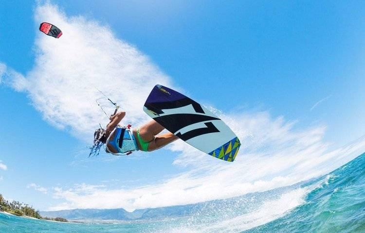 woman kitesurfing freestyle