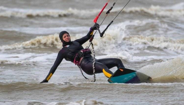 Do wetsuit keeps you warm in the water