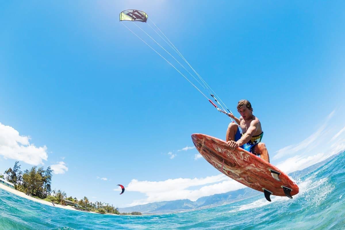 Kitesurfing vs Kiteboarding - kitesurfingadvice.com